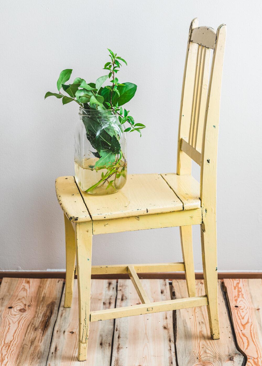 keltainen antiikkipuutuoli, antiikkinen ruokapöydän tuoli